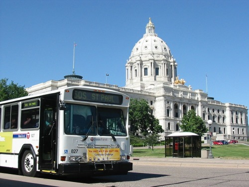 Capitol_and_bus_-_commuter_challenge
