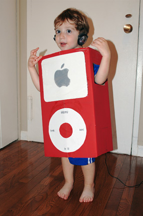 Create your own cardboard iPod costume Image Credit (and instructions) .lilsugar.com  sc 1 st  Sierra Club North Star Blog - WordPress.com : make your halloween costume  - Germanpascual.Com